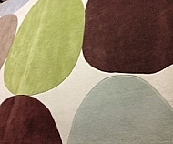 100 % WOOL / MULTI COLOR CIRCLES GREEN AND BROWN ON WHITE BACKGROUND 8 X 10